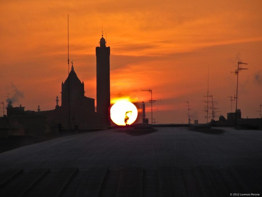 L'alba sui tetti di Bologna