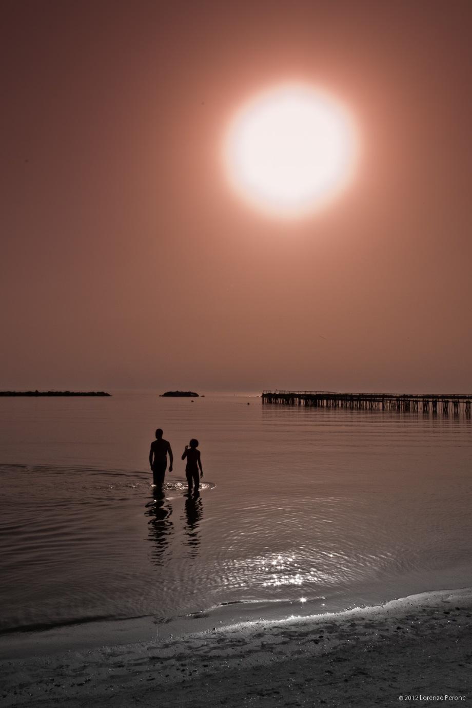 Nel mare, all'alba